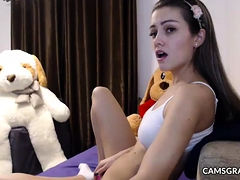 Hottie Shaved Camwhore Camshow Ends With Squirt