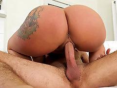 Big ass long haired bombshell Joclyn Stone bounces on a dick