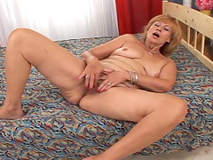 Mature woman gets her gash fucked hard