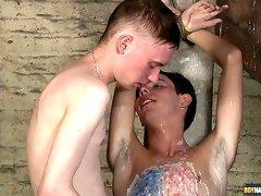 Ashton Bradley is humiliating Kalvin Ash