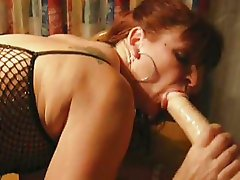 Mature gets very wet while dildoing from behind
