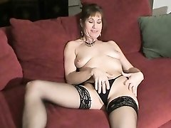 Classy mature dame rubs her cunt in stockings