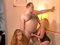 chubby hairy guy (or should I say a hairy chubby guy is sucked, fucks and finally cums.mp4