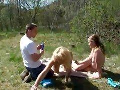 TeenieFreundin beim Sonnebaden verf hrt