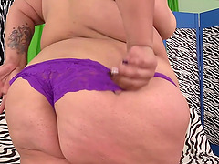 Sexy and fat girl gets naked and rub her pussy