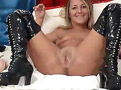Pretty Webcam Babe loves fucking her dildo